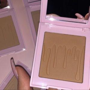 """Bnib """"Almond"""" Bronzer Kylie Cosmetics"""